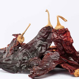 Dried-chilli-guajillo-out-of-bag-500x500