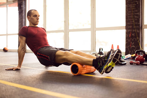exercising-with-foam-roller-in-the-gym-r