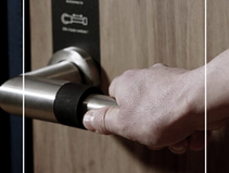 Skoon Smart Handle : la poignée de porte autonettoyante