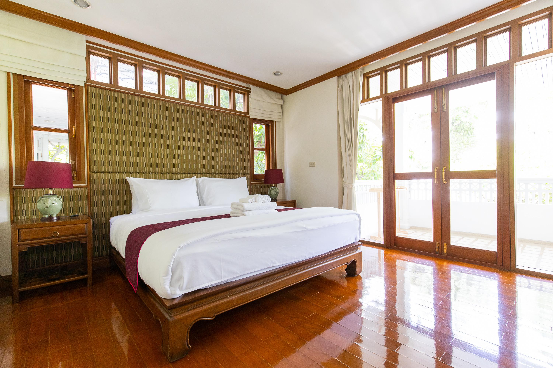 Luxury Villa Rental & Best Riverside Rooms in Bangkok at Royal Riverside