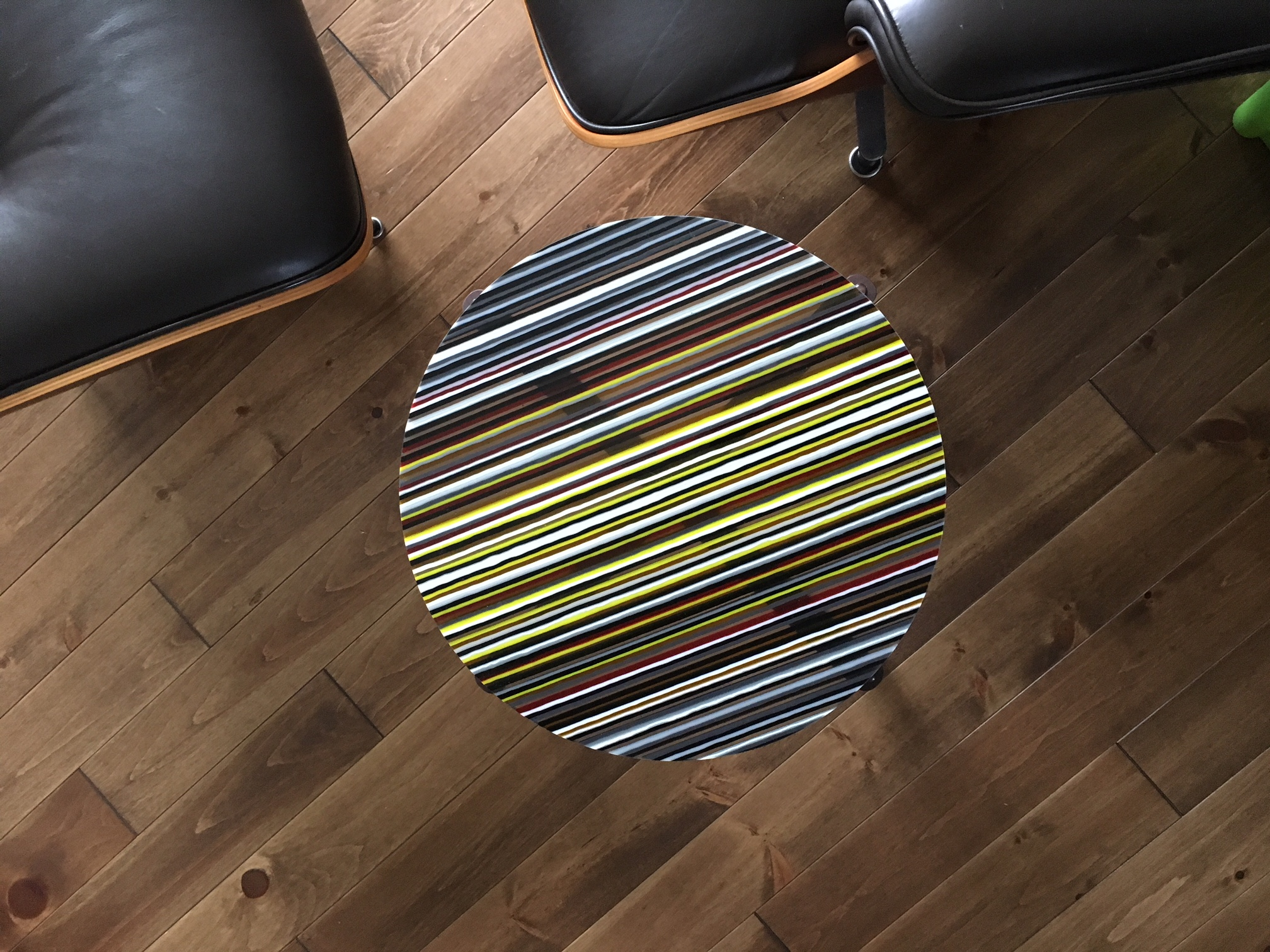 "17"" Striped Round Table"