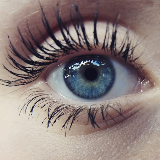 Hey guys❤️This is my eye If someone asks💞 I have problems with uploading the video 😭 so it will pr