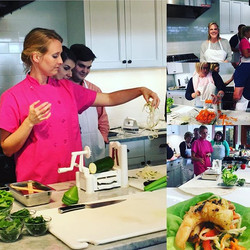 #cookingclass _southernseasonchs #spiralizing #zucchini and #carrots for salad with #greencurry #gri