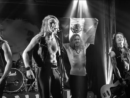 """Enforcer: Banda prepara lançamento de álbum ao vivo """"Live By Fire II"""""""