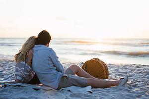 beach-picnic-anniversary-Hunter-Ryan-Pho