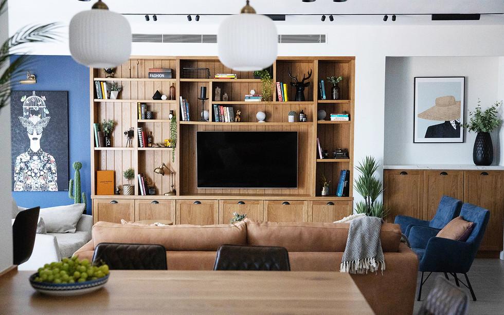 דירה בנצרת, עיצוב נגרות ספריה בסלון