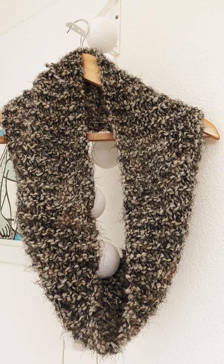 Gola Marrom em lã Guga Fios & Arte