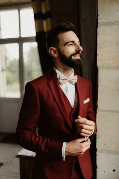 Costume 3 pièces rouge - Mariage Boho et Moderne Lyon