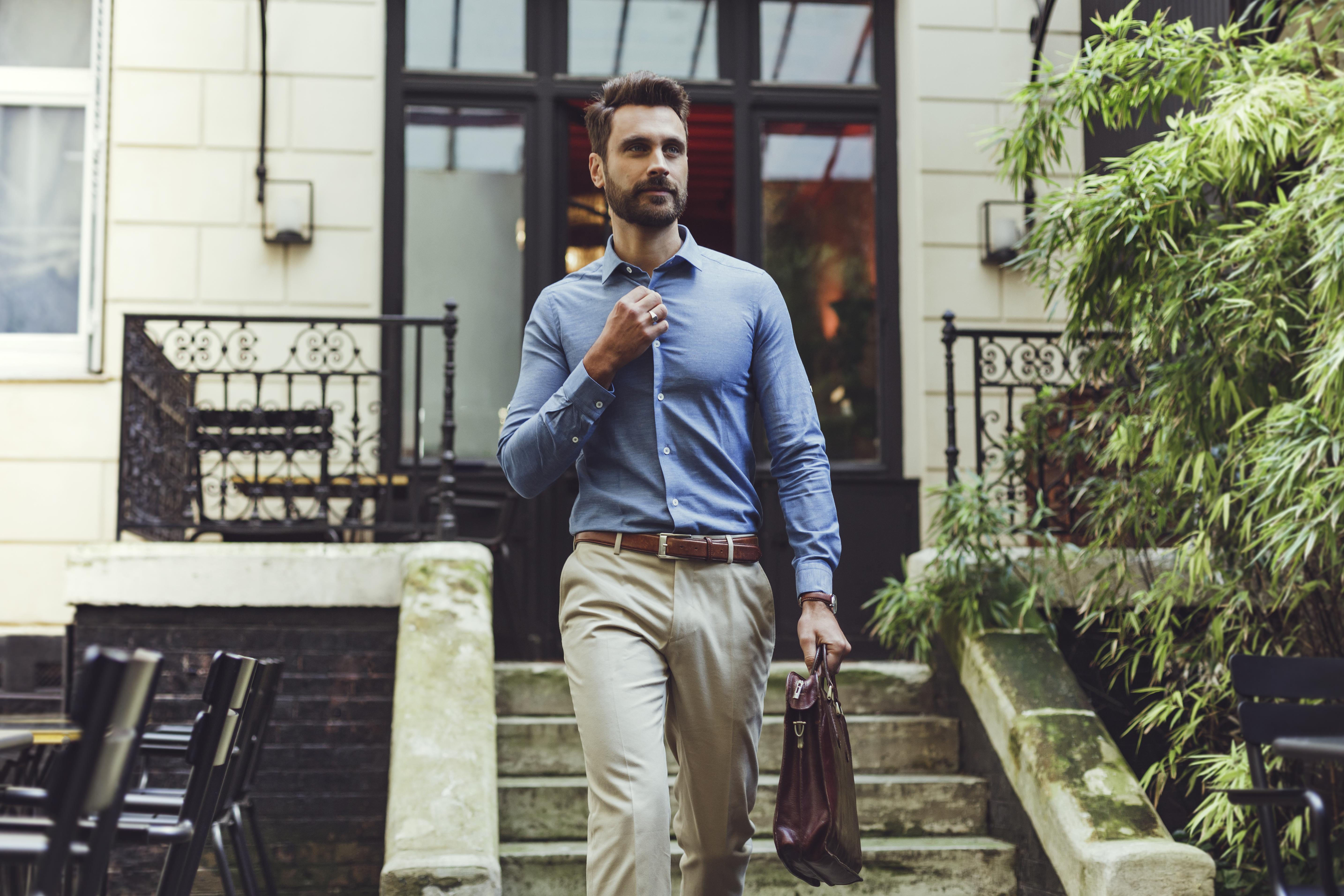 Chemise bleue colorée