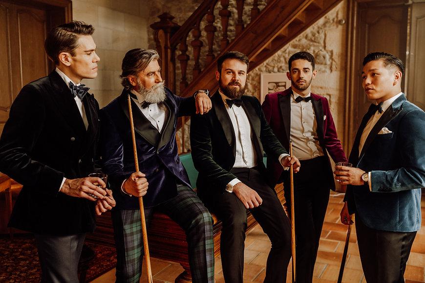 Hommes smoking pour le club B&D