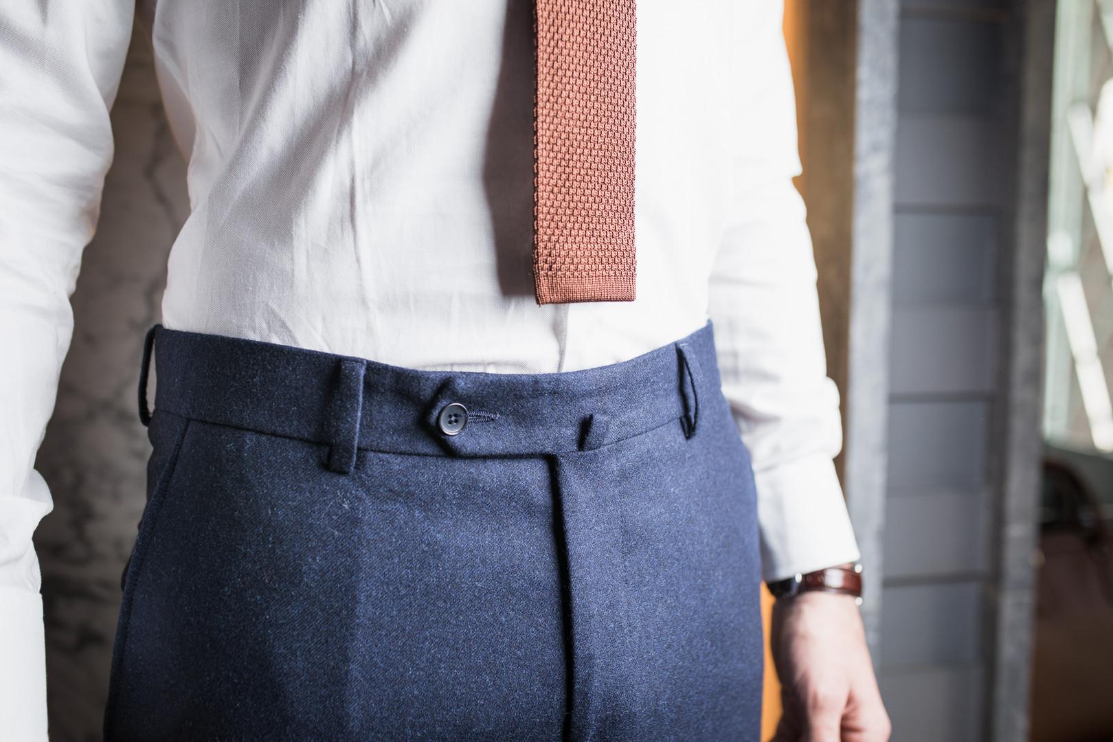Pantalon avec passants, fermeture à bout