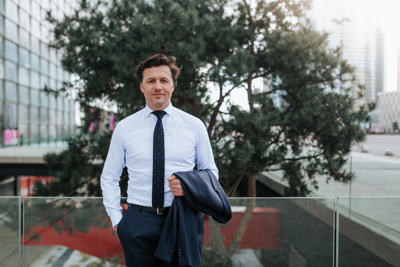 Chemise sur mesure et cravate tricot