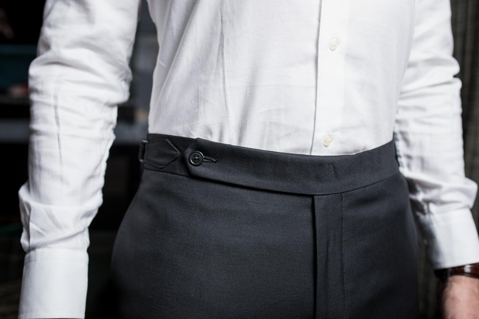 Pantalon ceinture longue avec pattes de