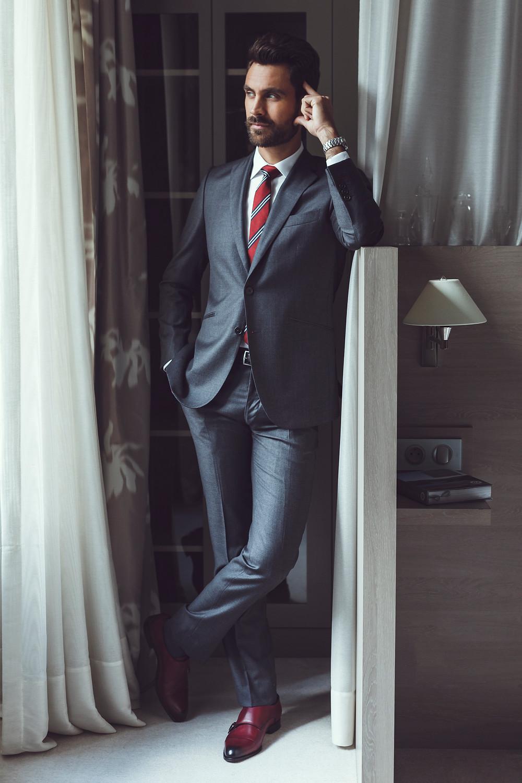 costume gris anthracite twill cravate club