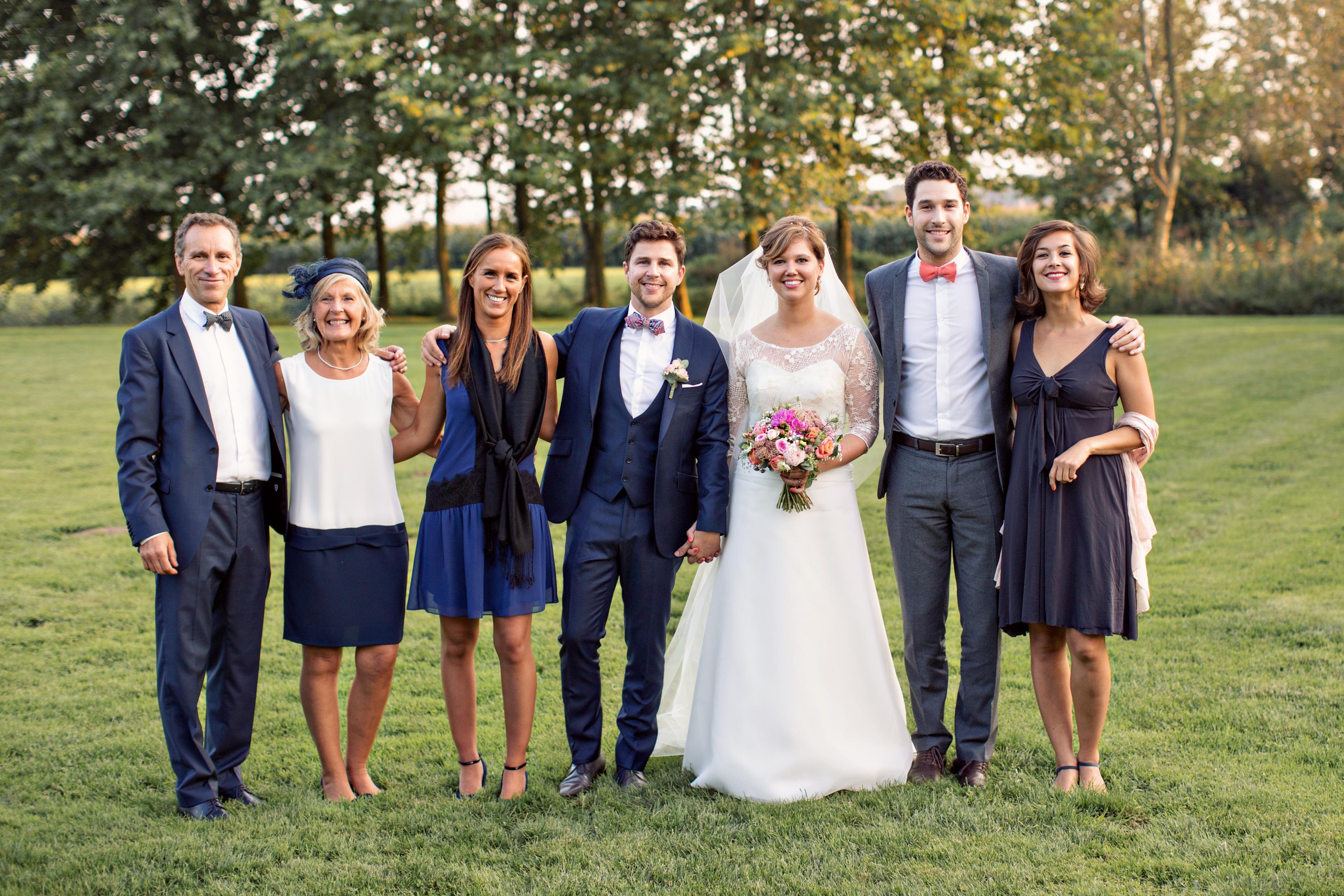 Costume de mariage en famille