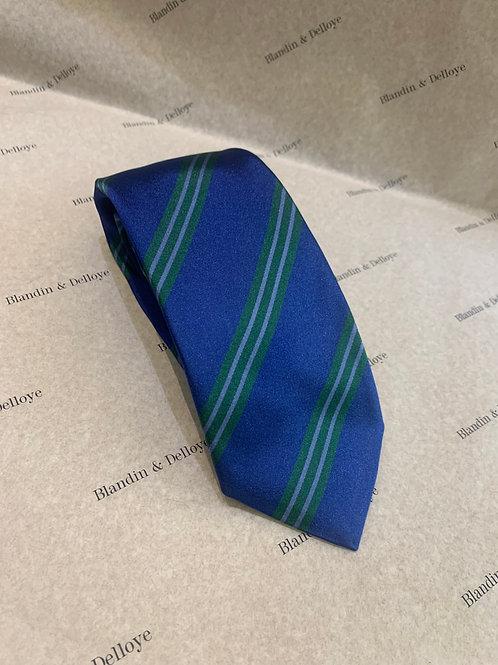 Cravate bleue a rayures vertes