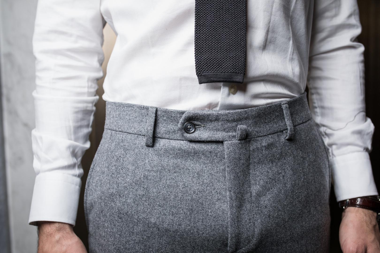 Pantalon avec passant et ardillon