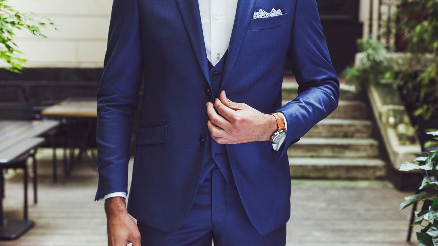 Costume sur mesure bleu lumineux