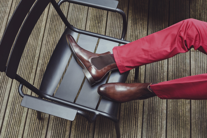 Chino rouge et bottes marrons