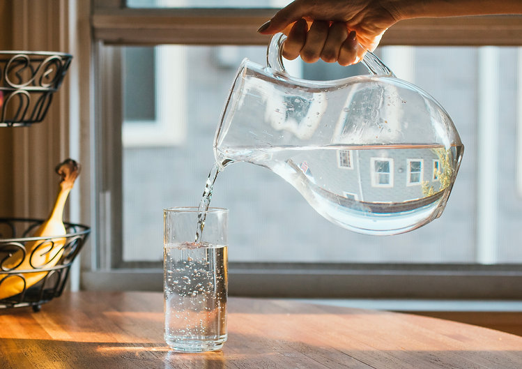 pouring-a-glass-of-water-LA4P45P.jpg