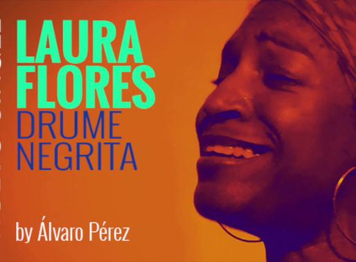 Escuchen... es LAURA FLORES!