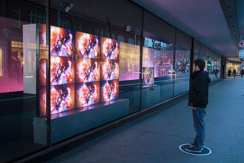 best-window-displays_samsung_2013_john-l