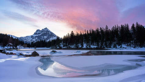Morgenrot am Arnisee