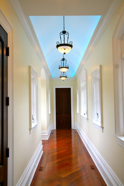 Tray ceiling lighting in hallway