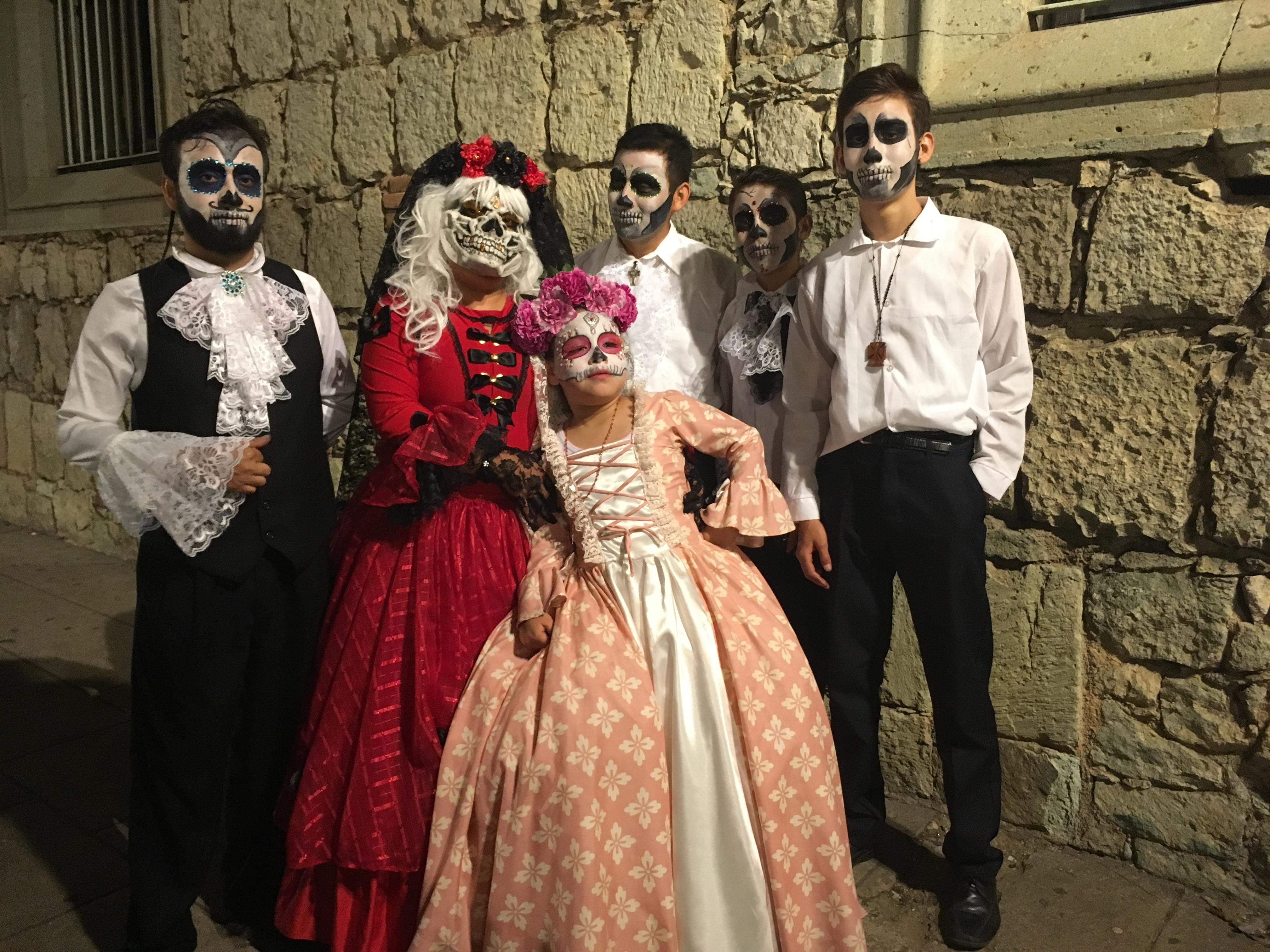 familia dia de muertos