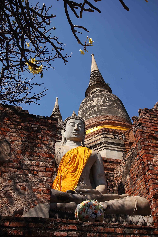 buddha-statue-ayutthaya-temple-ruins-thailand