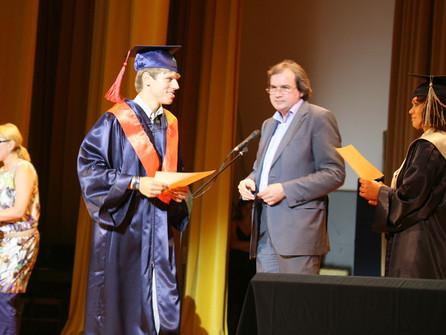 Вручение дипломов выпускникам колледжей и института МВЕУ