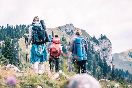 Yogis genießen den Blick auf die Mürzsteger Alpen.