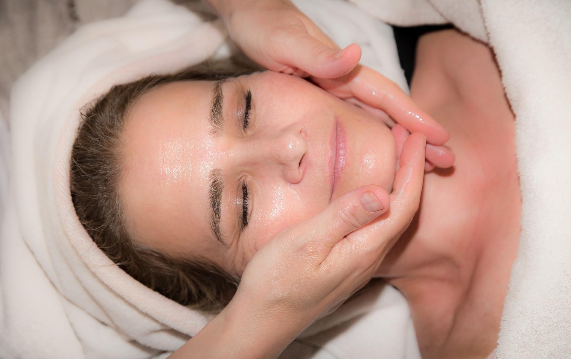 Bindweefselmassage-gezichtsbehandeling