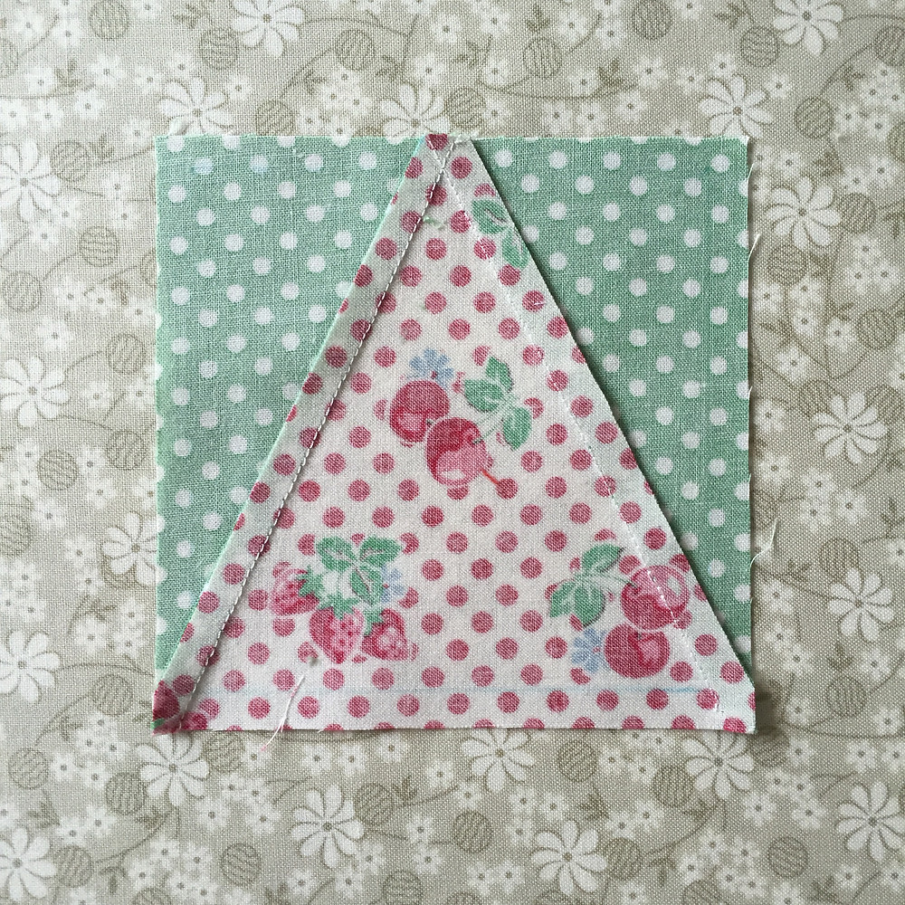 CakeStand Quilts triangle in a square block tutorial