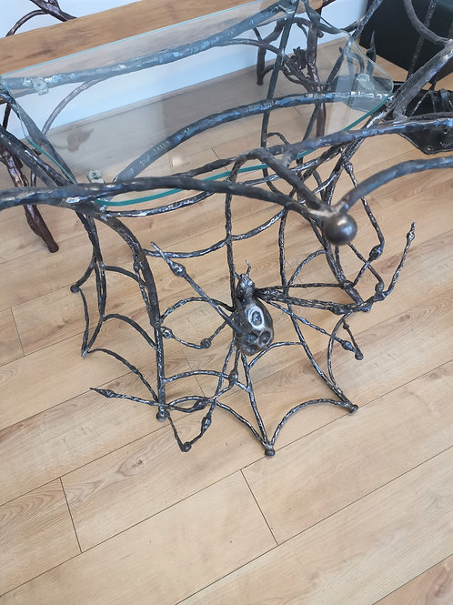 Table with spider net design