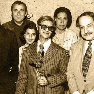 Dona Guiomar Alcione e Chico.jpg