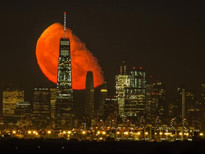 美國紐約市摩天大樓離奇出現巨大血月!