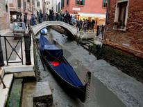 威尼斯水都「一夜乾塘」! 超級藍血月亮後,震撼大潮汐! 列國的海底都暴露出來了!