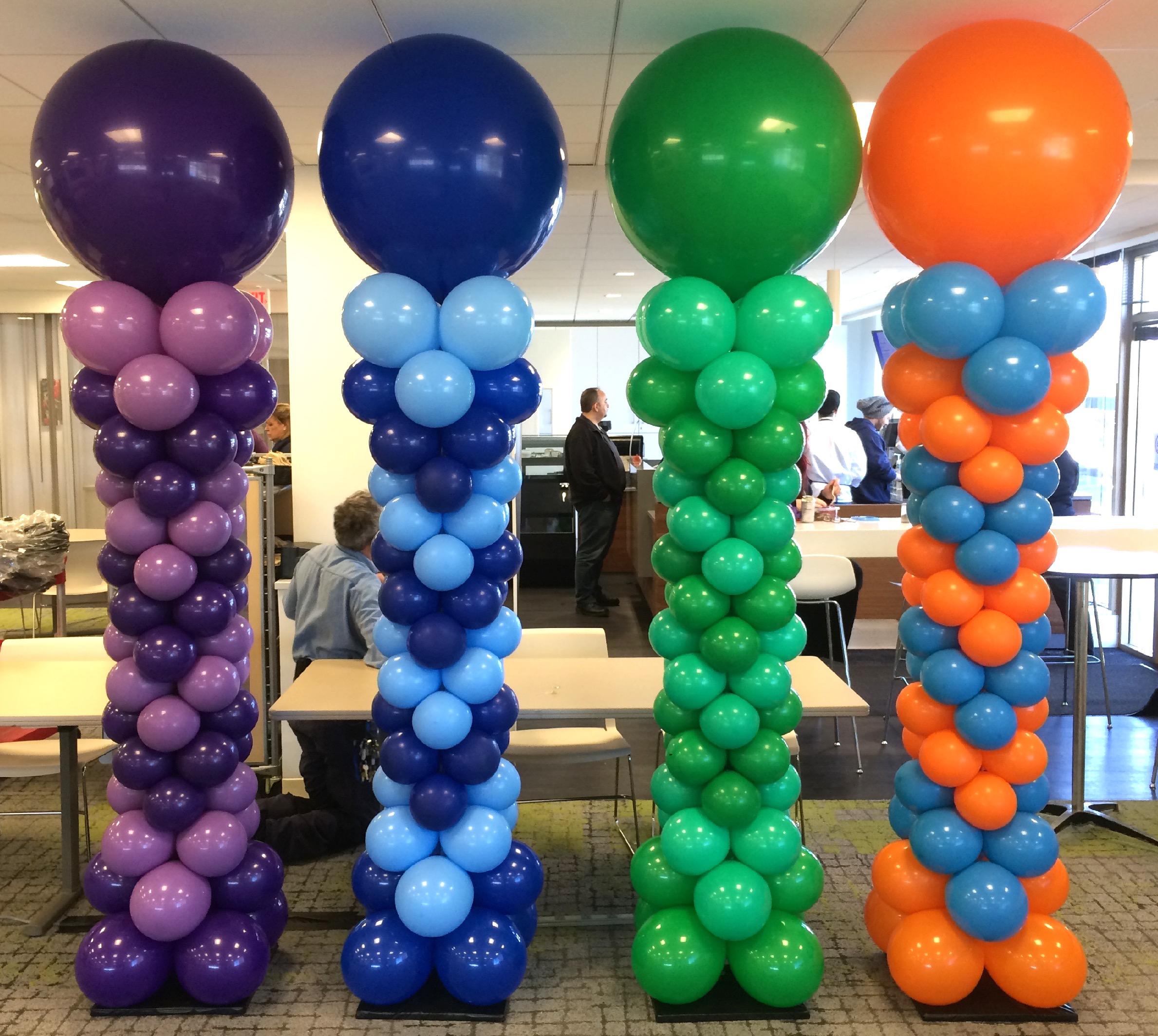 Arrow Pattern Curvy Balloon Columns
