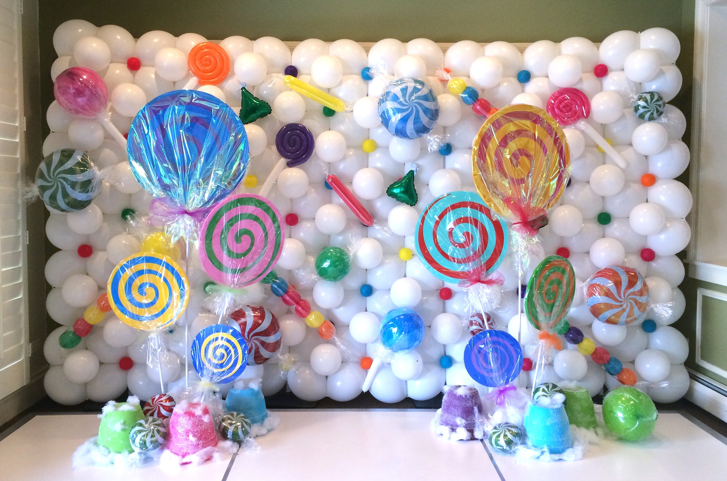 7.5' x 12' Candy Land Balloon Wall