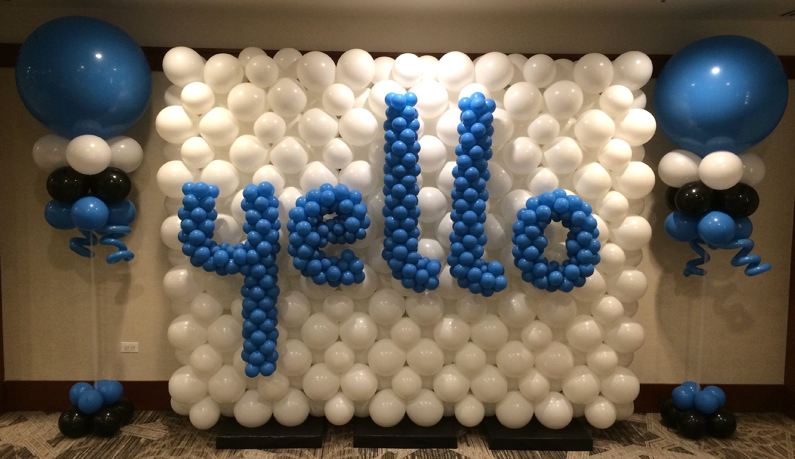 7x9 Balloon Wall with letters