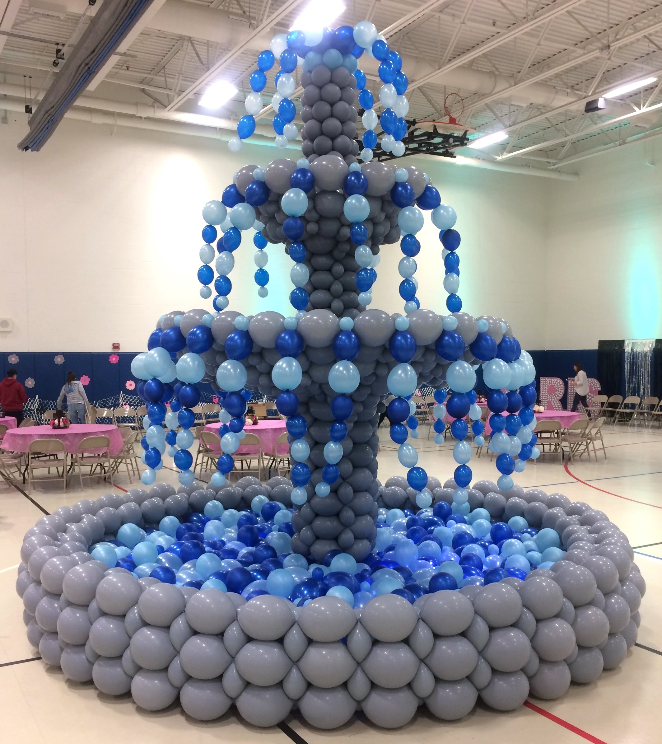Jumbo Fountain Balloon Sculpture