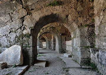Roman_theatre_Side_Turkey.jpg