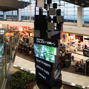 DOOH (Digital-Out-Of-Home)