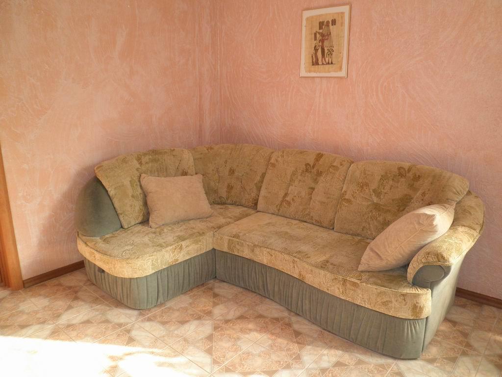 диван в холле