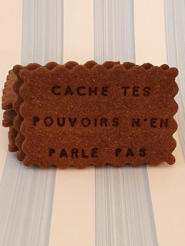 CACHE-TES-POUVOIRS-NEN-PARLE-PAS-01.jpg