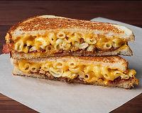 Creamy mac 'n' cheese, sharp & medium cheddar, smoked bacon, crispy onions