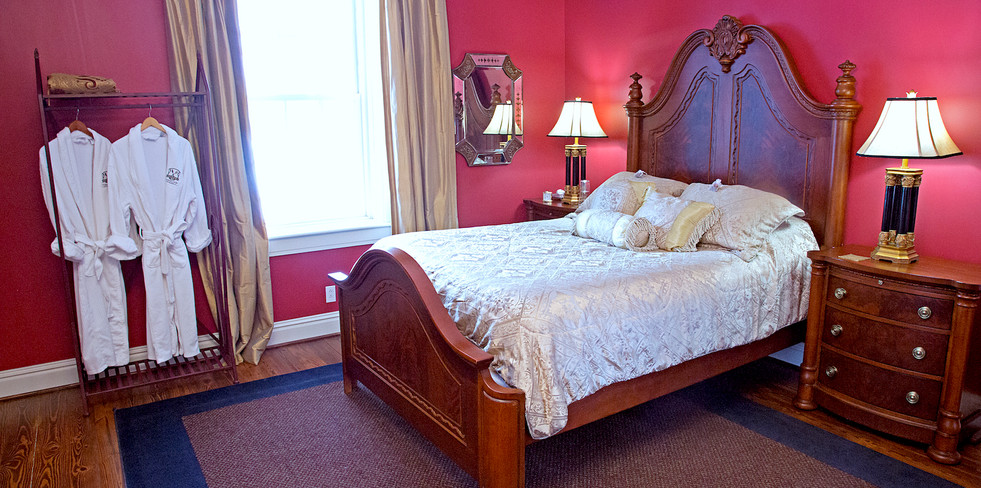 Cedarcrest 1NW Handicap Bedroom -  Overlook Farm