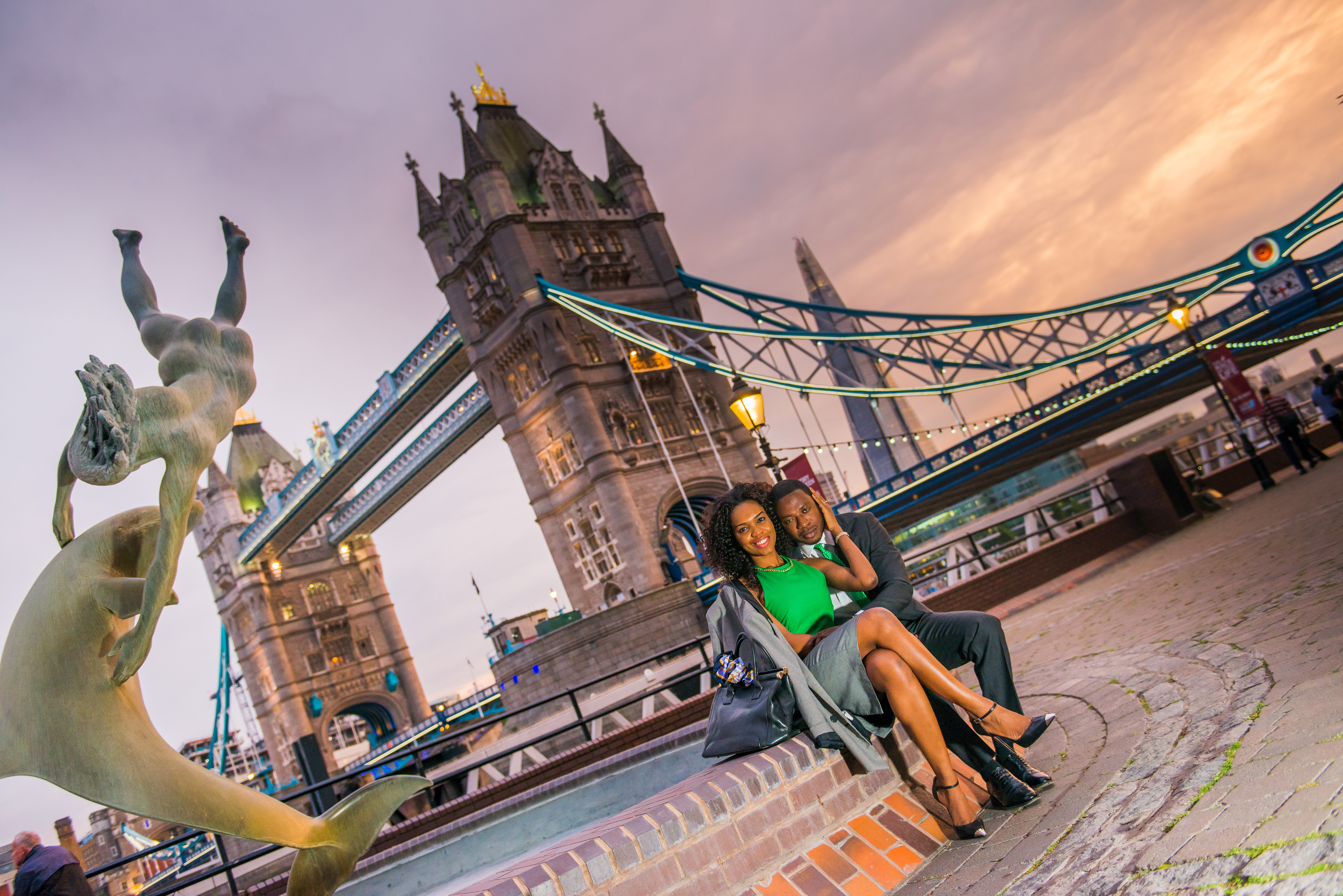 stunning London bridge couple shoot
