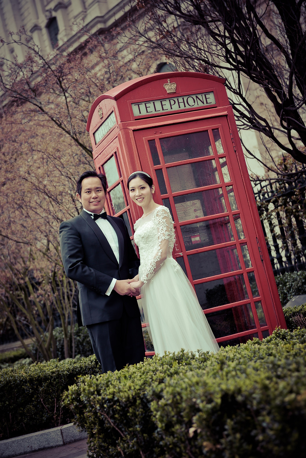 telephone booth couple photo london